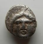 G08- Thrace Apollonia du Ponte diobole Méduse et langouste magistrat KTH 1.30 g AV.JPG