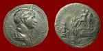 Sesterce, Rome, 114 -SI DIESE DE PARTIE DATVS Trajan présente Parthamaspates à la Parthie à genoux. RIC. 667..jpg